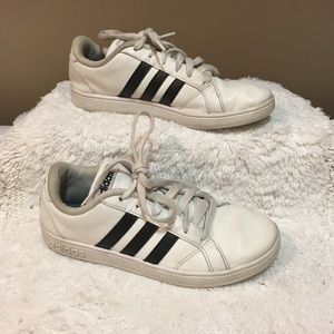 Adidas classic white and black 3 stripe size 4